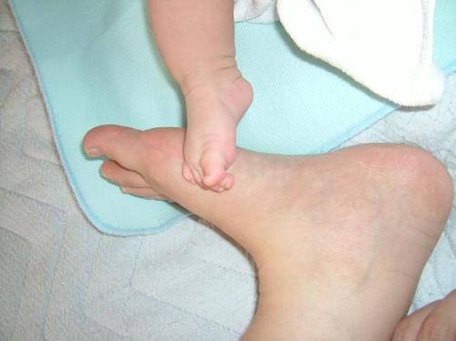 生後2ヶ月 足